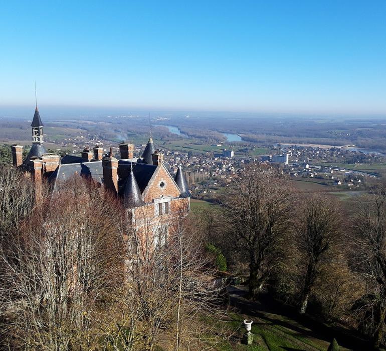 Château de Sancerre avec vignobles te la Loire en arrière-plan