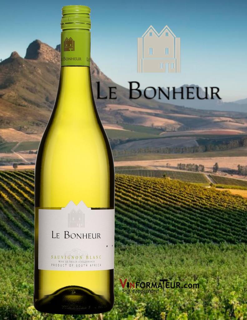 Bouteille de Le Bonheur, Sauvignon blanc, Afrique du Sud, Stellenbosch, 2019 avec vignoble en arrière-plan