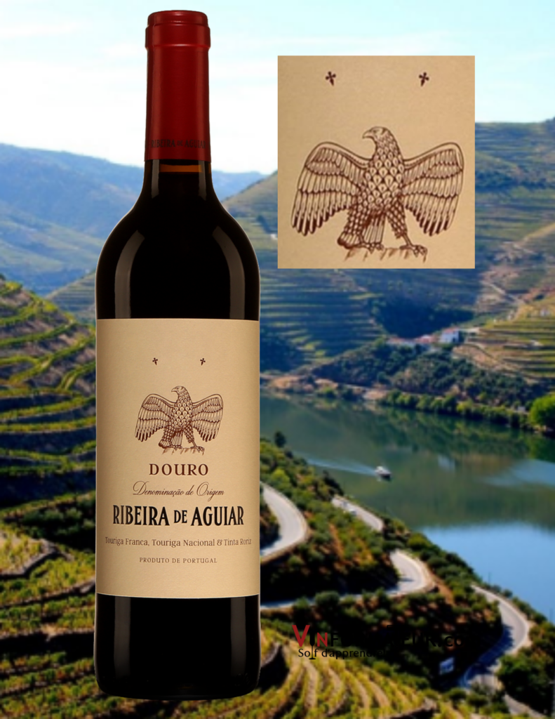 Bouteille de Ribeira de Aguiar, Herança de Sonho, Portugal, Douro, 2018 avec vignoble en arrière-plan