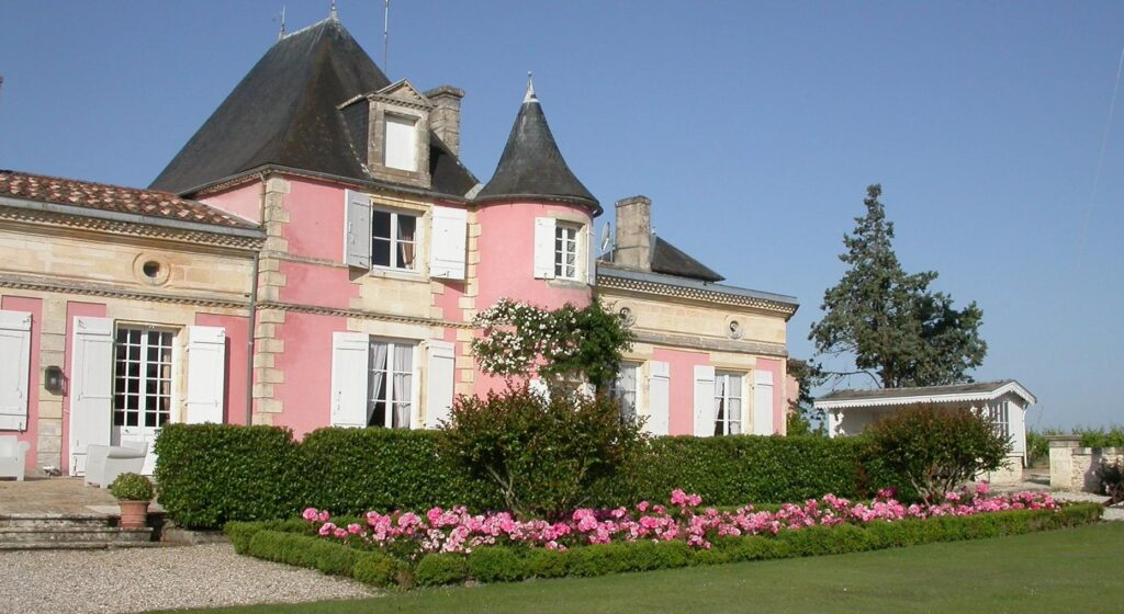 Château Loudenne, le château Rose avec sa roseraie
