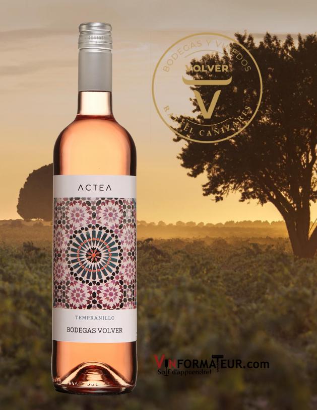 Bouteille de Actea, Bodegas Volver, Espagne, Castilla, vin rosé, 11,90$, 2020 avec vignoble en arrière-plan