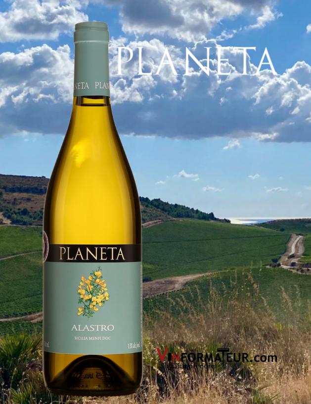 Bouteille de Planeta, Alastro, Italie, Sicile, Menfi, 2019 avec vignoble en arrière-plan
