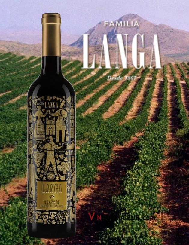 Bouteille de Langa Classic, Espagne, Catalayud, Bodegas Langa, 2018 avec vignoble en arrière-plan