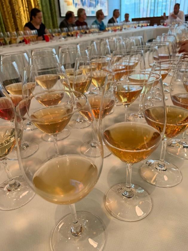 Jugement de Montréal compétition de vins oranges avec juges au restaurant chez Tocqué
