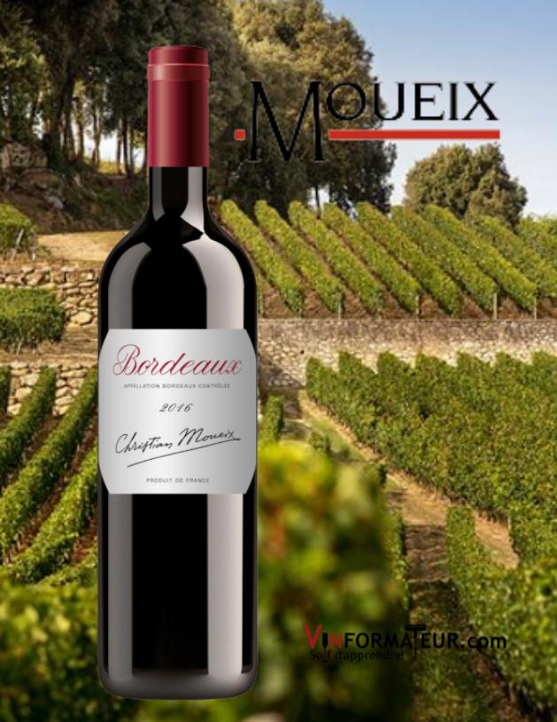 Bouteille de Bordeaux, Christian Moueix, vin rouge (nouvel habillage) 2016 avec vignobles en arrière-plan