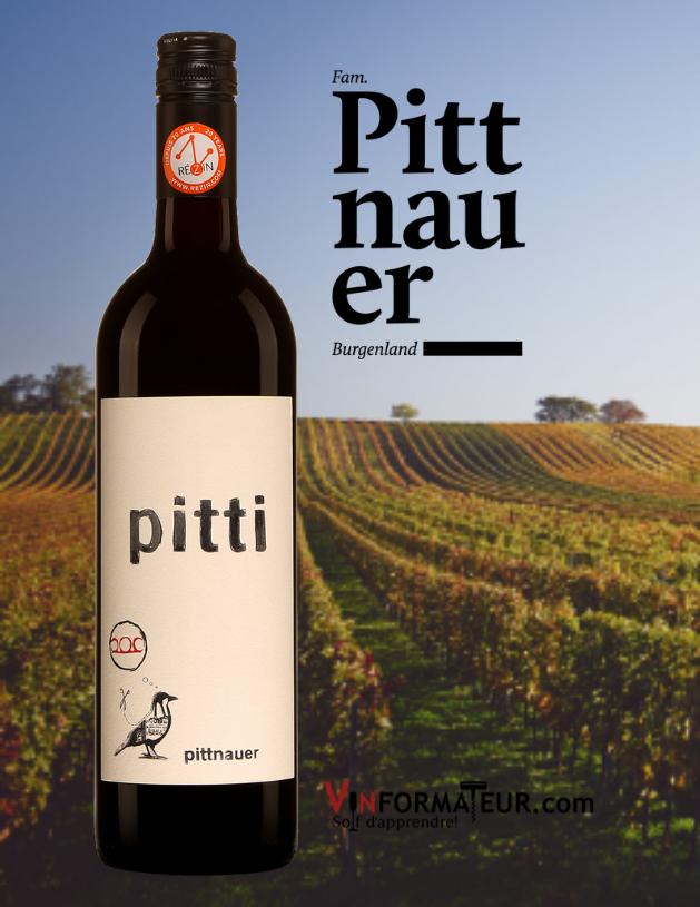 Bouteille de Pitti, Weingut Pittnauer, Autriche, Burgenland, 2019 avec vignobles en arrière-plan