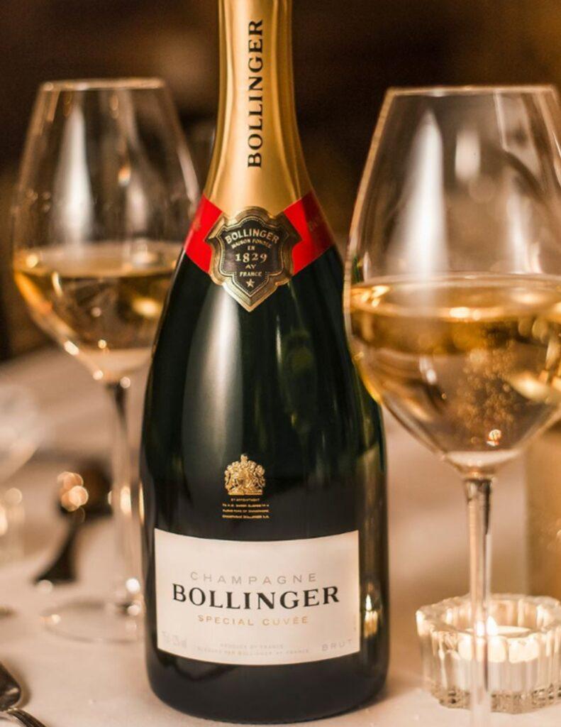BOuteille de Bollinger, Spécial Cuvée, Brut, 750ml, NM, 85,25$, cépages : Pinot Noir 60%, Chardonnay 25%, Pinot Meunier 15%, plus de 85% de Grands et Premiers crus, dosage 7 à 8 grammes/l